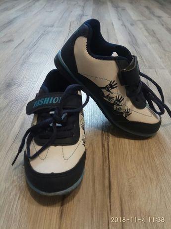Продам детскую обувь кроссовки в отличном состоянии.
