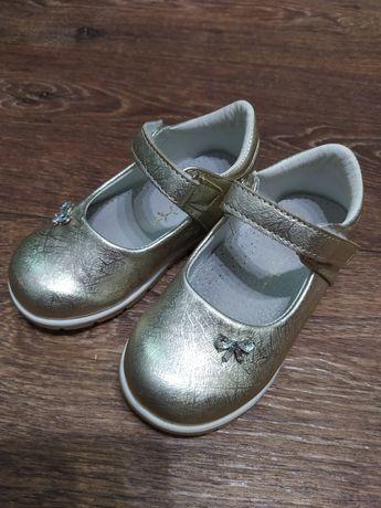 Нарядные золотые туфельки для девочки 25 р.