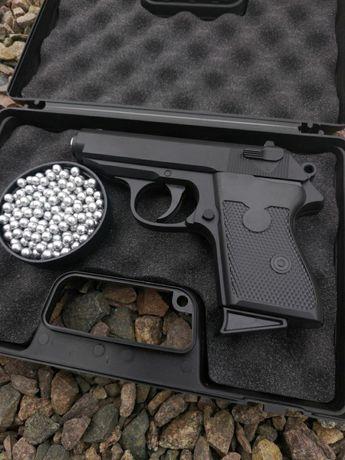 Пистолет Макаров страйкбольный (ПнЕвМаТиКа)