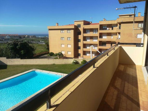 Apartamento T2 mobilado, com piscina em frente á praia