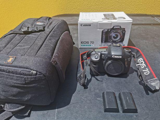 Canon 7D, 2 baterias, cartão de memória e mochila