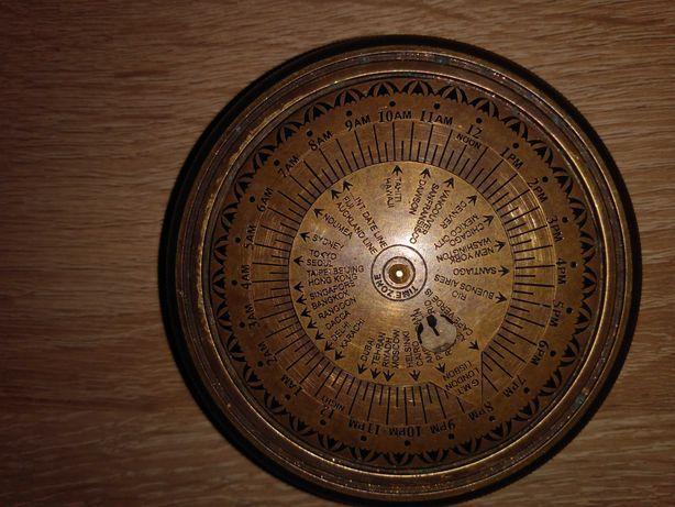 Kompas mosiężny z czasem