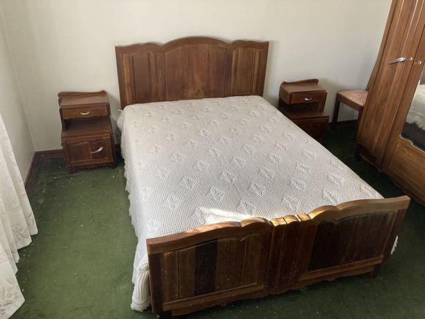 Quarto completo - cama, colchao, mesas cabeceira e roupeiro