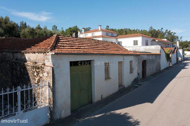 Moradia T2 para restaurar na Segundeira, Vila Nova de Poiares/2 bedroo