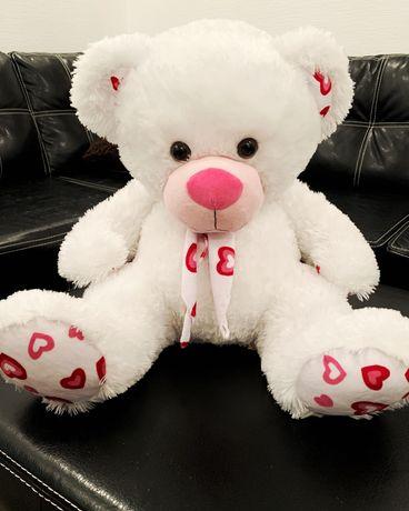 Мягкая игрушка Мишка белый с сердечками сидячий (медведь, 44 см)