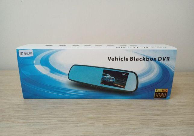 Автомобильный видеорегистратор есть две камеры