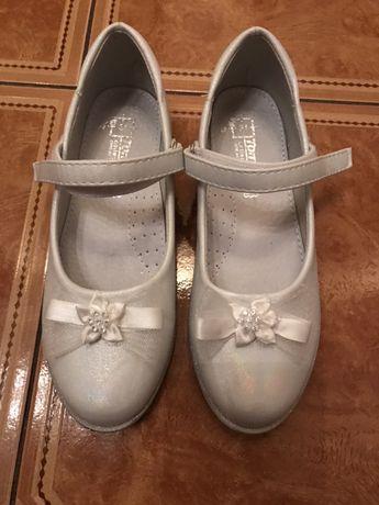 Туфли белые праздничные
