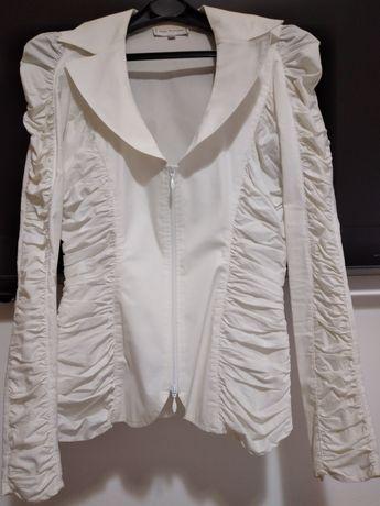 Casaco branco justo muito elegante