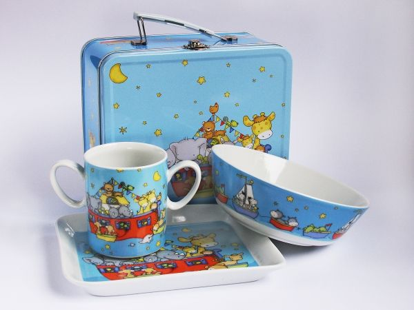 """Набор детской посуды """"Маленький Ной"""" в жестяном чемодане"""