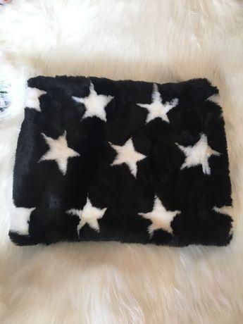 Komin czarny gwiazdki białe futerko