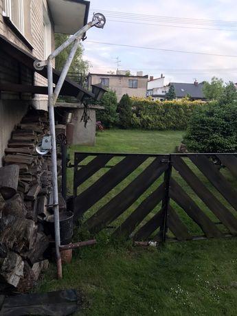 Bloczek ze stelażem - budowa, ogród