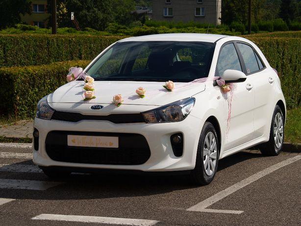 Ślubna dekoracja samochodu, sztuczne róże, dekoracja bezinwazyjna