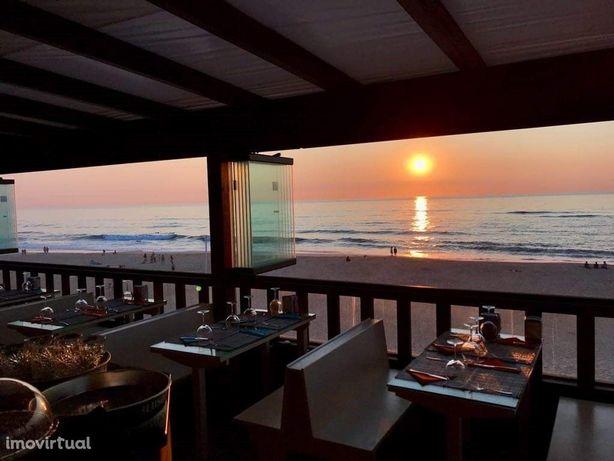 Esplanada - bar / restaurante junto à Praia da Vieira