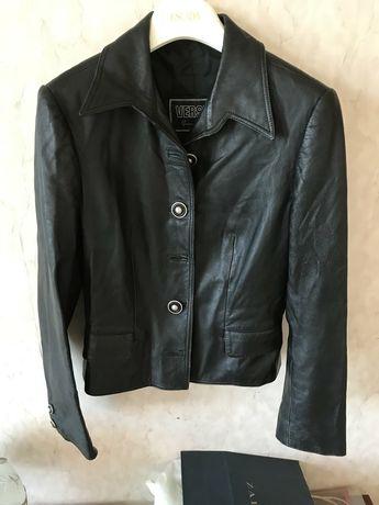 Продам кожаную женскую куртку VERSUS,производство Италия р,44