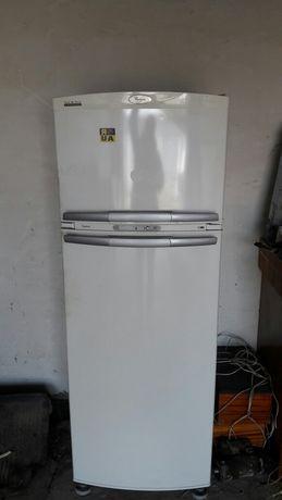 продам на запчасти корпус от холодильника wirpol.
