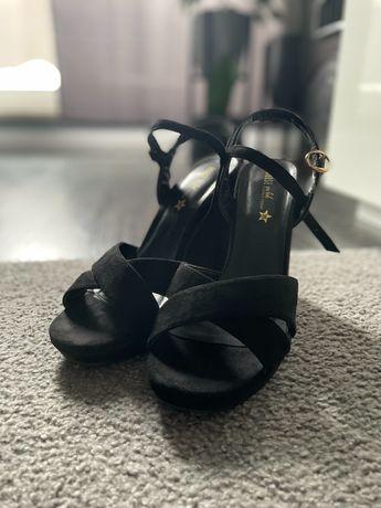 Sandałki czarne House rozmiar 39