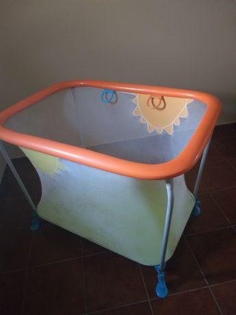 Parque infantil com colchão