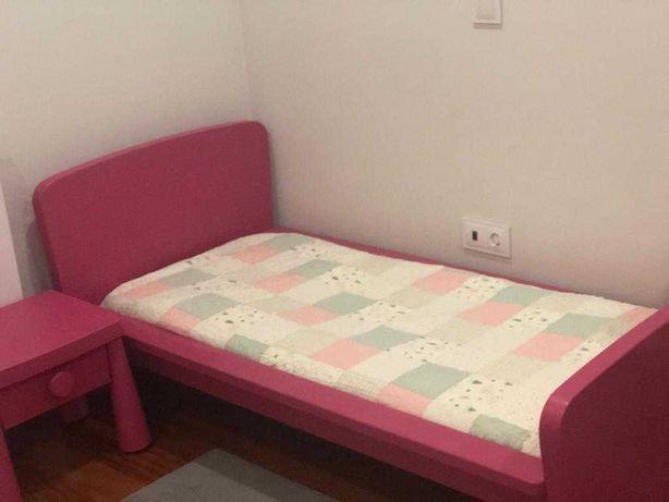 Cama criança Rosa + Mesa Cabeceira + Colchão + capas IKEA