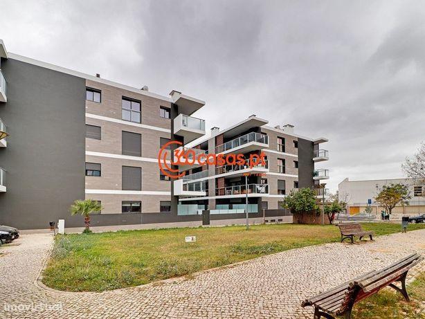 Apartamento T3 com piscina e garagem no Montenegro, Faro