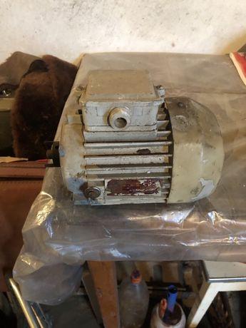 Электродвигатель асинхронный 4ААМ56А4У3