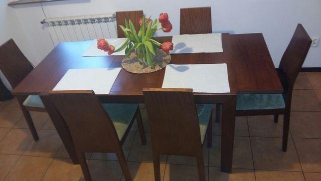 Stół, 6 krzeseł i stolik kawowy