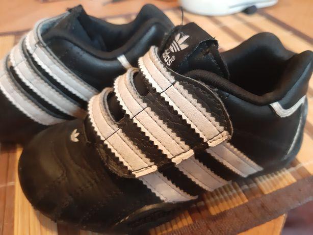 Кроссовки кожа Adidas оригинальные 24 размер