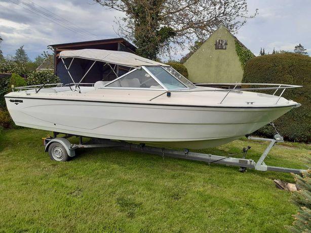Kabinowa łódź motorowa