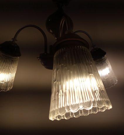Потолочная люстра (керамика глазурованная, стекло) на три лампы(Е27).