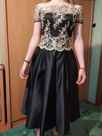 Випускне та вечірнє плаття з чорного атласу і золотого кружева