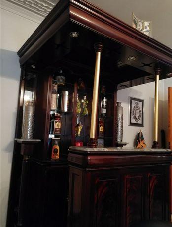 Móvel Bar com 2 bancos