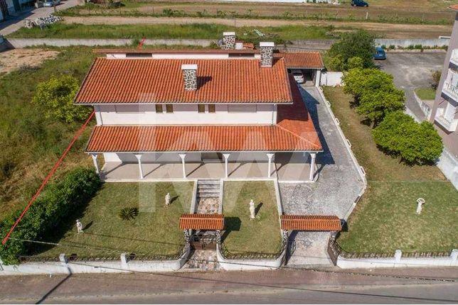 Moradia isolada T5, em Oiã, Oliveira do Bairro.