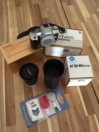 Máquina fotográfica SLR Minolta Dynax 505si + AF Zoom 28-80mm f3.5-5.6