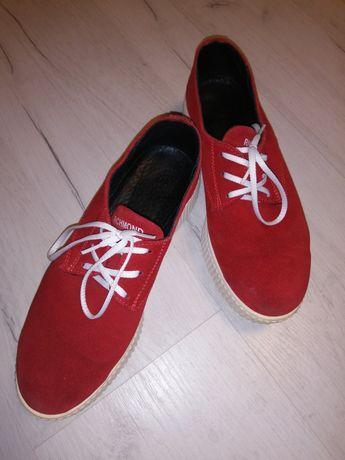 Жіноче замшеве взуття