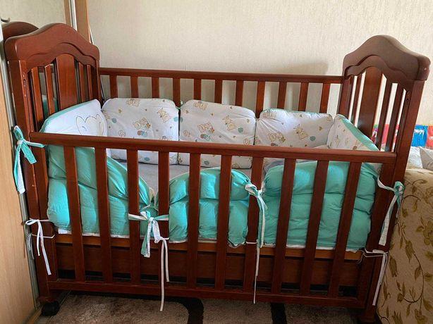 Детская кроватка + комод