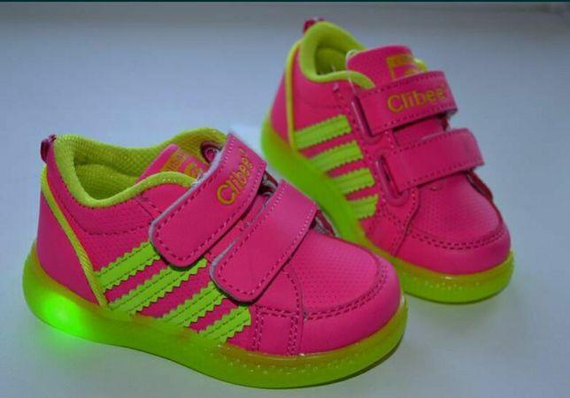 Стильные кроссовки с мигающей подошвой Фирма Clibee