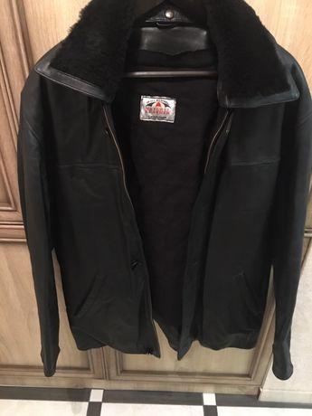 Продам зимову куртку.