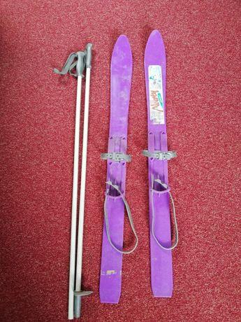 Plastikowe narty dla dzieci