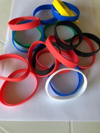Kolorowe gumki na rękę