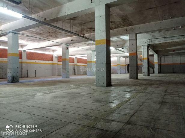 Armazém Espaço Industrial ao lado do Metro da Reboleira