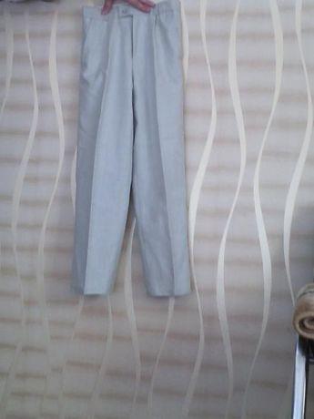 Продам брюки на мальчика
