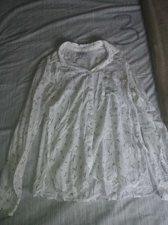 Camisa branca com cerejas