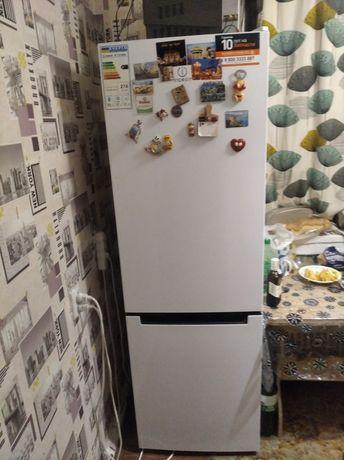 Продам холодильник Indesit,в отличном состоянит