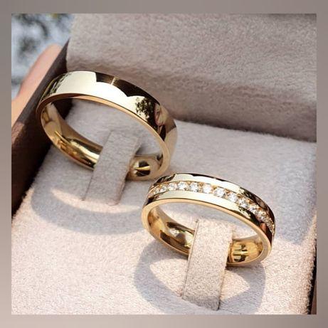 Para Zdobionych Złotych Ślubnych Obrączek