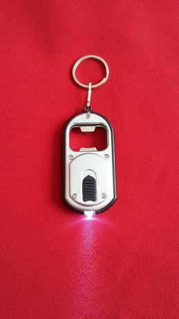Brelok Breloczek do kluczy z otwieraczem i latarką LED Duża Ilość