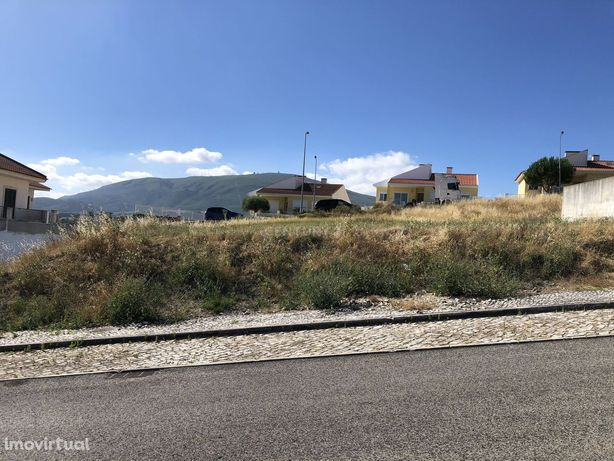 Lote de terreno para moradia Abrigada-Alenquer