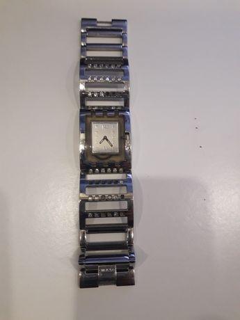 Relógio prateado swatch