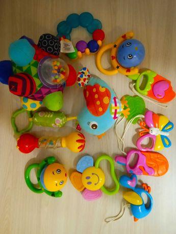 Погремушки. Игрушки. Пакет детских игрушек.