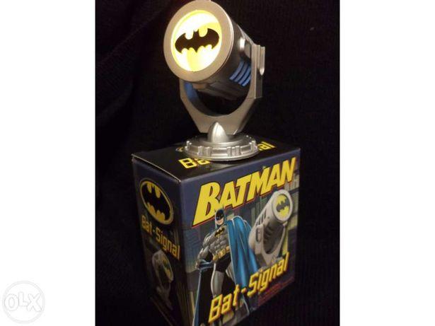 Batman - Bat Sinal iluminável + Livrete - NOVO SELADO - PORTES GRÁTIS