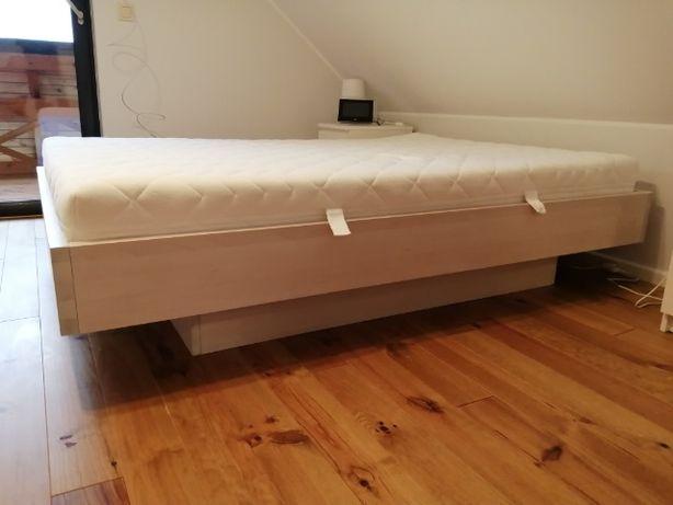 Łóżko razem z materacem 140x200