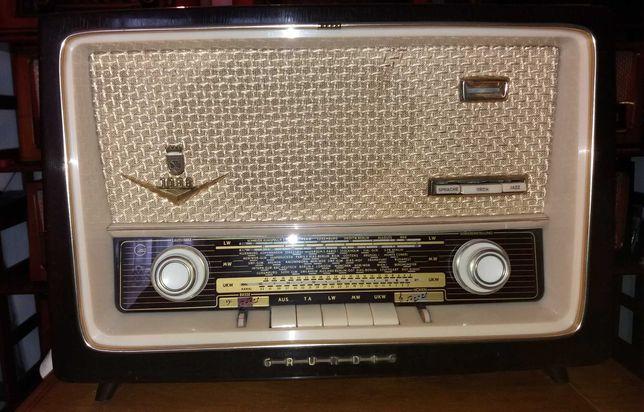 Vendo Rádio antigo Grundig modelo 1088